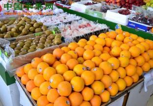 江苏扬州:春季水果销售火…