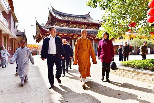福建民族宗教厅厅长黄进发一行访问仙游极乐寺