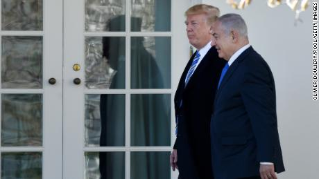 WASHINGTON, DC - MARCH 5: (AFP OUT) U.S. President Donald Trump (L) and Israel Prime Minister Benjamin Netanyahu walk outside the Oval Office of the White House  March 5, 2018 in Washington, DC. The prime minister is on an official visit to the US until the end of the week. (Photo by Olivier Douliery-Pool/Getty Images)