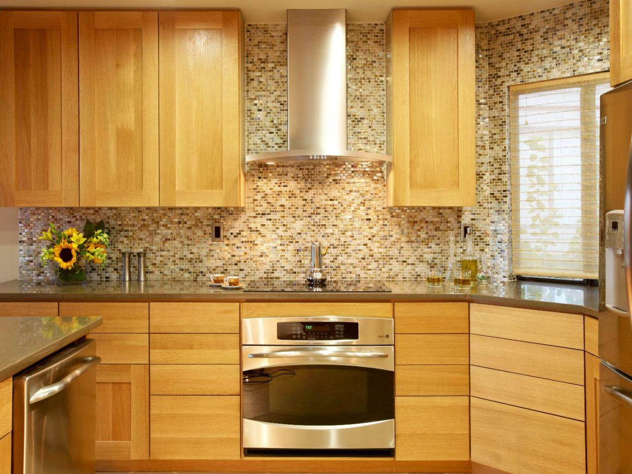 Image of: Maple Kitchen Cabinets
