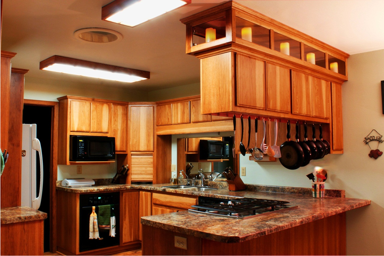 Image of: Hickory Kitchen Cabinets Photos