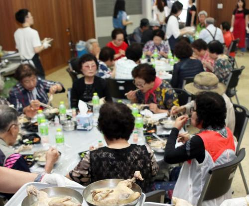 More seniors working in South Korea, stats show