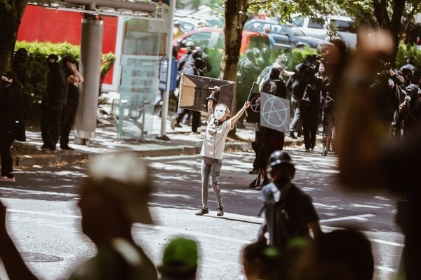 Antifascist protesters confront police on Aug. 4, 2018. (Sam Gehrke)