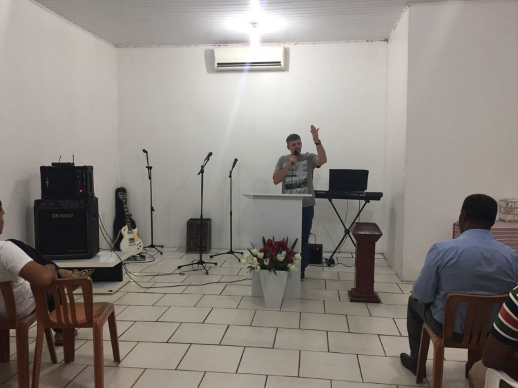 I met a Baptist pastor the last time I visited Humaita. He insisted we come to church and basically turned the service over to us. He even let a gringo preach a bit!