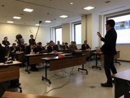 ローソン説明会、NHK取材マイク