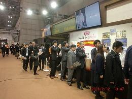 函館バル店にお客様・長蛇の列