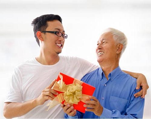 tặng quà cho bố ý nghĩa nhất