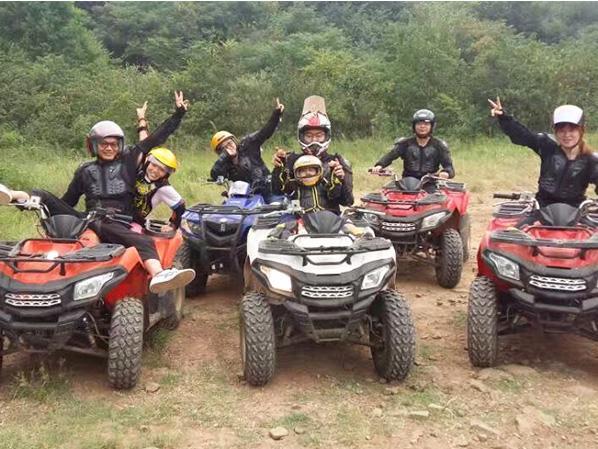 全地形车ATV游客团队