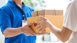 Vorsicht vor der Paket-Trick-Falle. (Quelle: Thinkstock by Getty-Images/comzeal)
