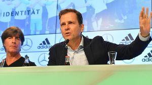 Bundestrainer Löw mit Nationalelf-Manager Oliver Bierhoff: 'Zu selbstgefällig aufgetreten.' (Quelle: imago/Sven Simon)