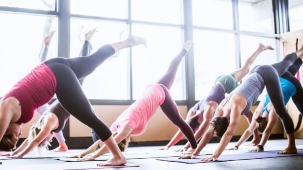 group-yoga-class-in-studio-picture-id170955747