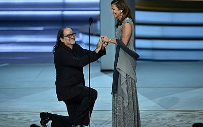 Glenn Weiss (L), winner of the Outstanding Directing for a Variety Special award for 'The Oscars,' proposes marriage to Jan Svendsen onstage during the 70th Emmy Awards at the Microsoft Theatre in Los Angeles, California on September 17, 2018. (AFP/Robyn Beck)