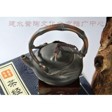 建水紫陶肖春魁(浪鬼)作品竹节提梁壶