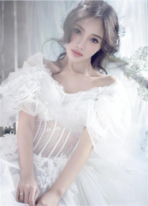 李小璐婚纱照大片 登时尚新娘辣妈成公主