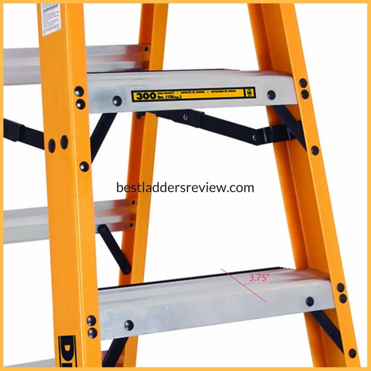 DeWalt DXL3010-04 4-Feet Fiberglass Stepladder | aluminum vs fiberglass