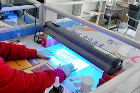天津手脚印就在爱的足迹工艺品网,天津首家专业从事手脚印/手足印、胎毛笔、脐带章、胎毛画、胎毛绣和宝宝起名等其他婴幼儿出生纪念品