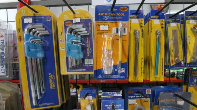 kunci L, obeng dan peralatan lainnya