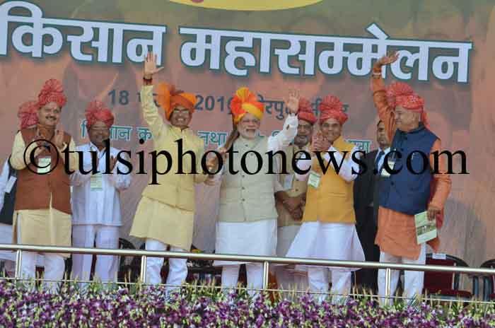 Shivraj singh Chouhan and Narendra Modi