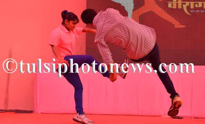 Girls showing self defense techniques in Bhopal 3