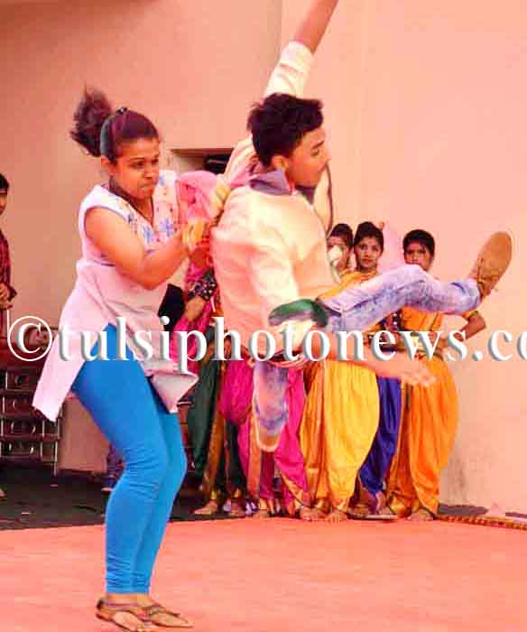 Girls showing self defense techniques in Bhopal 2