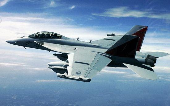 美媒:美航母首次完成遥控战机降落测试