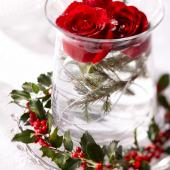 Christmas centerpiece ideas: rose and holly