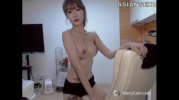 นางแบบสาวญี่ปุ่นหุ่นดีหน้าสวยนมใหญ่ไลฟ์สดแก้ผ้าเต้นยั่งในห้องนอนเอวดีมากๆ