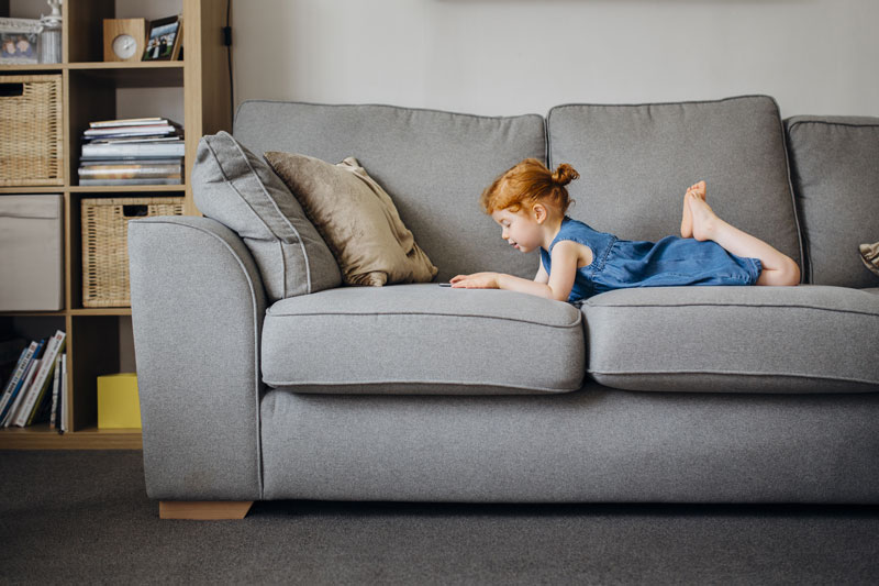 kid-on-sofa