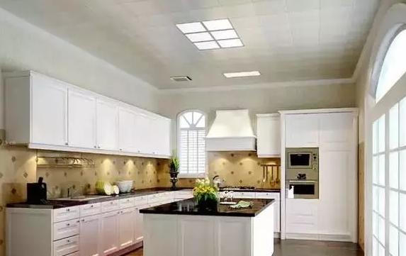 在厨房装修过程中,吊顶要如何去选择呢?