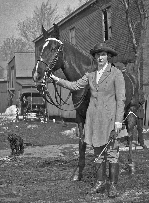 Evelyn Way Kendall with horse