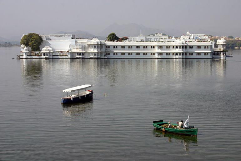 800px-Udaipur_Lake_Palace