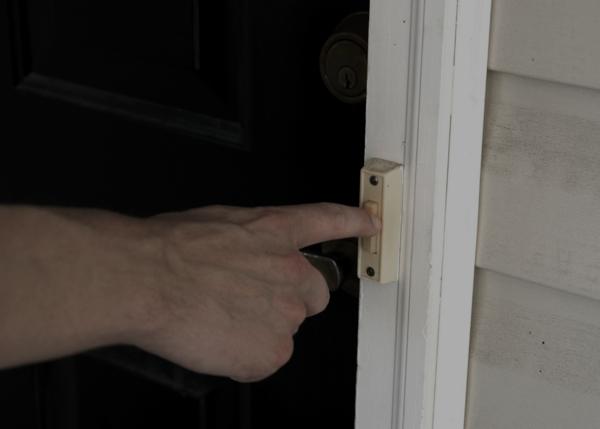 Burglar rings doorbell