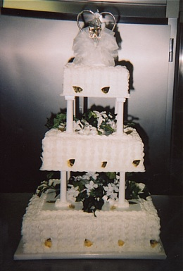 Lisa's Sweet Shoppe Bakery & Crossing, WIsconsin, bakery, wedding cakes, catering, specialty cakes, breads, pies,  wittenburg, wisconsin