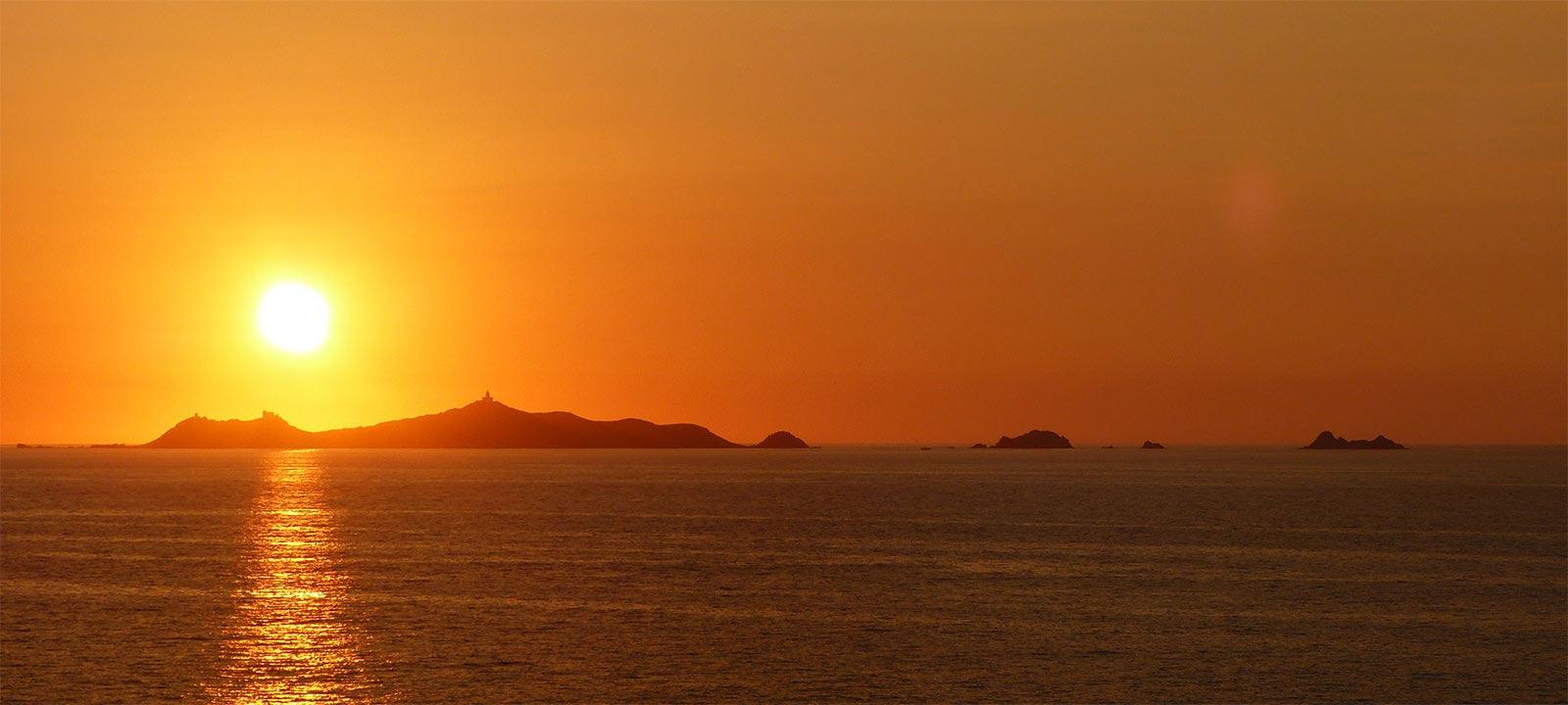 coucher de soleil îles sanguinaires ajaccio