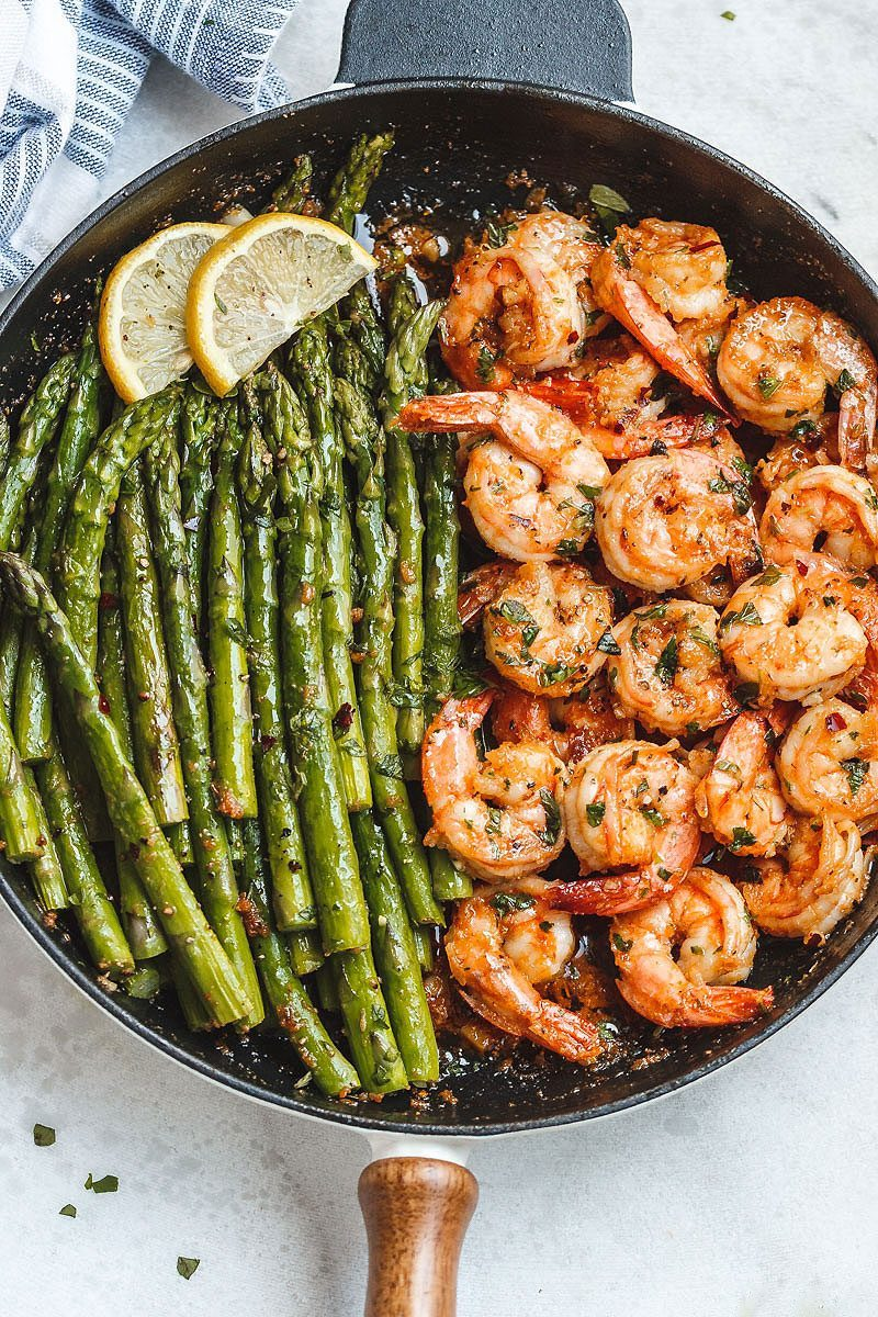 Garlic #Butter #Shrimp with #Asparagus - #eatwell101 #recipe - So much flavor and so easy to throw together, this shrimp dinner is a winner!