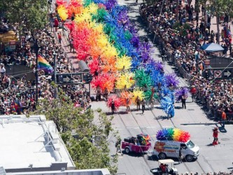 8 Incredible Ways That Cities Are Showing Their Acceptance For Gay Pride - 05
