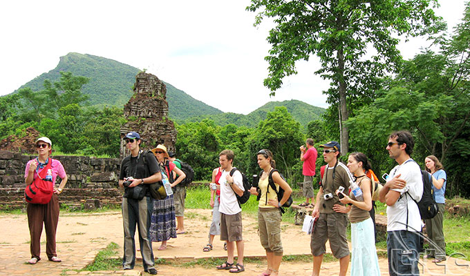 International visitors to Viet Nam in November and 11 months of 2017