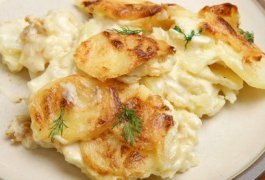 Old Fashioned Scalloped Potatoes from Scratch #misshomemade | Thousands of recipes at MissHomemade.com