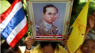 """Well-wishers hold a picture of Thailand""""s King Bhumibol Adulyadej at the Siriraj hospital where he is residing, in Bangkok, Thailand, June 9, 2016."""