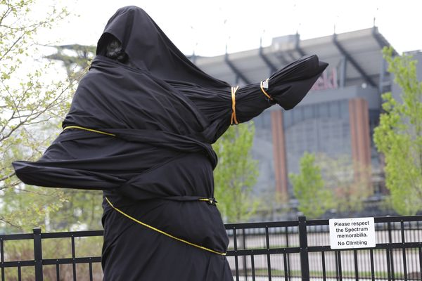 Flyers cover Kate Smith statue, dump 'God Bless America' over past racist songs