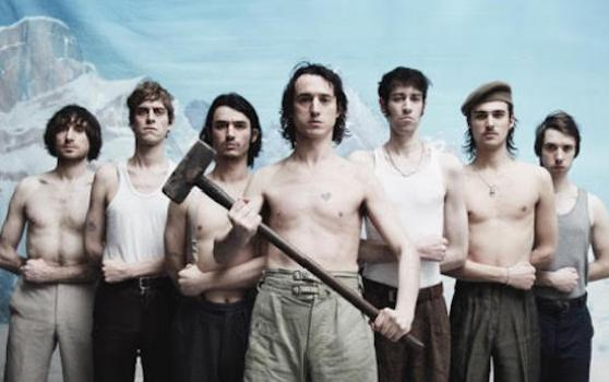 Fat_white_family_serfs_up_1555422410_crop_558x350