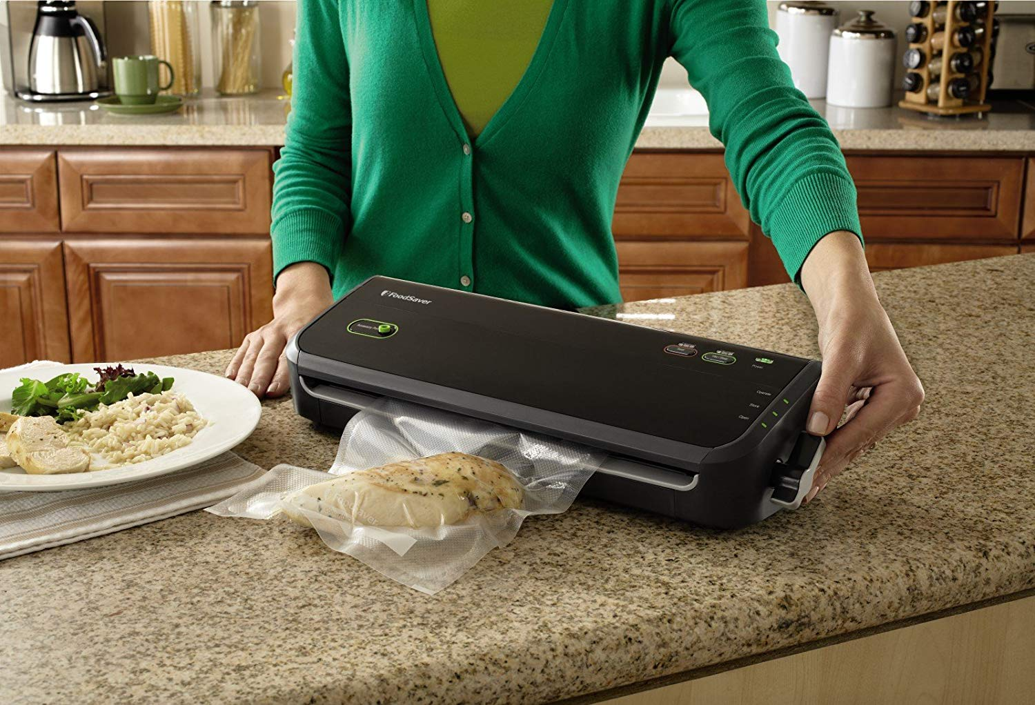 This is the FoodSaver FM2000-000 vacuum sealing system.