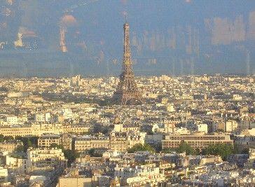 Torre Eiffel vista desde el Hotel Concorde Laffayette, en Porte Maillot