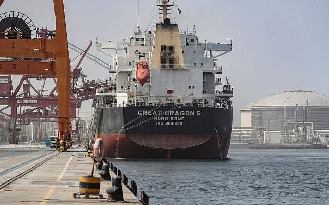 A cargo ship is seen moored at the port of Fujairah in the Gulf Emirate on May 13, 2019. (KARIM SAHIB / AFP)