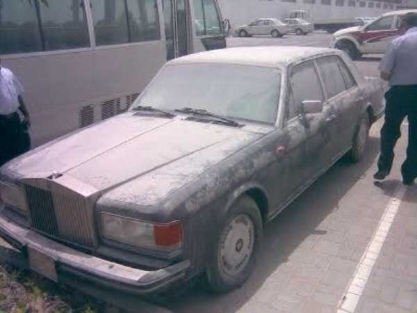 abandoned-cars-dubai-17