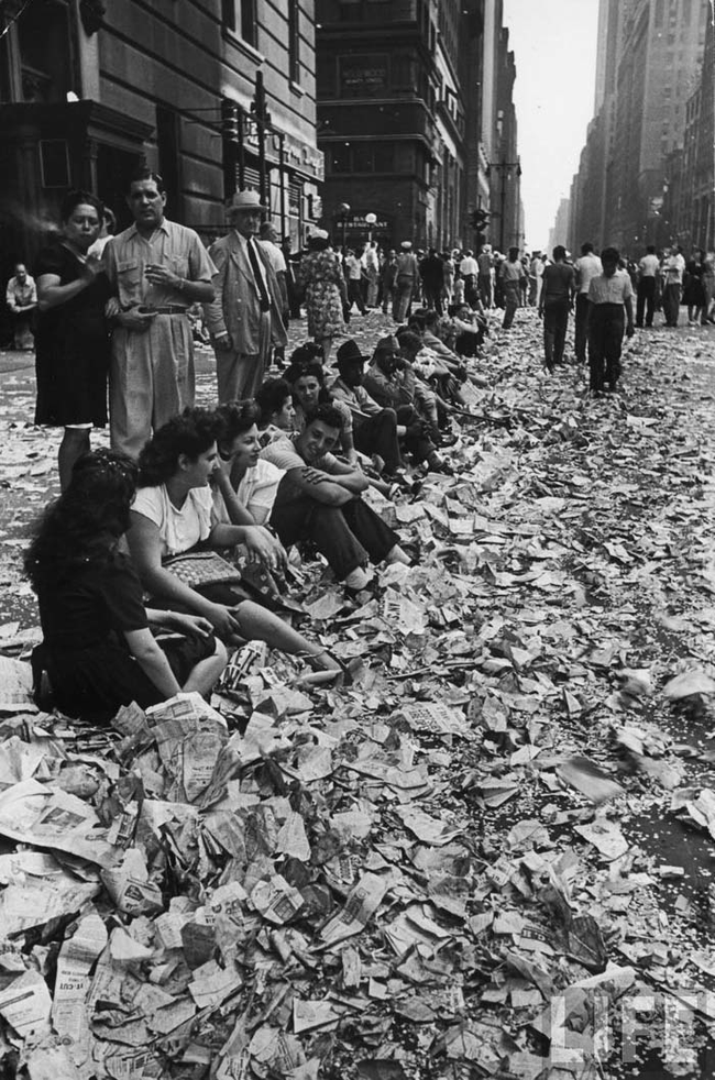 08 - Aftermath of the Victory over Japan Day celebrations in New York City