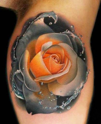 Tattoo on the biceps of a man - rose