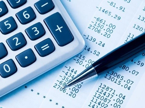 8. Financial analyst: $71,550, up 5%