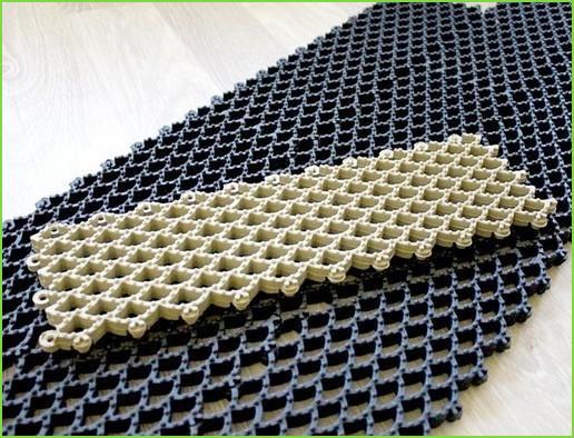 резиновый коврик с шипами