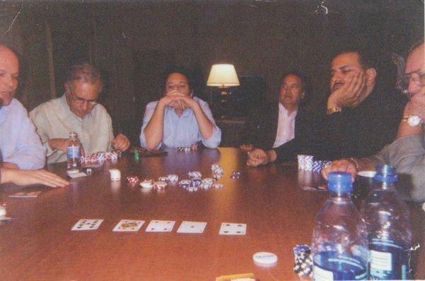 Icahn and El-Batwari playing poker.